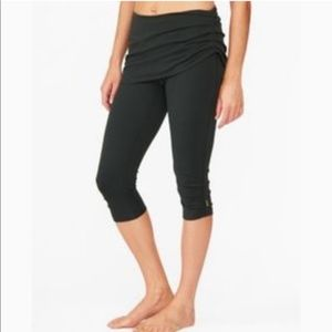 Lucy 2 in one Skirted Cropped Yoga Pants Xs
